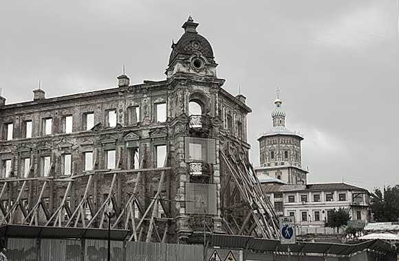 одно из зданий разрушенной гостиницы Казань